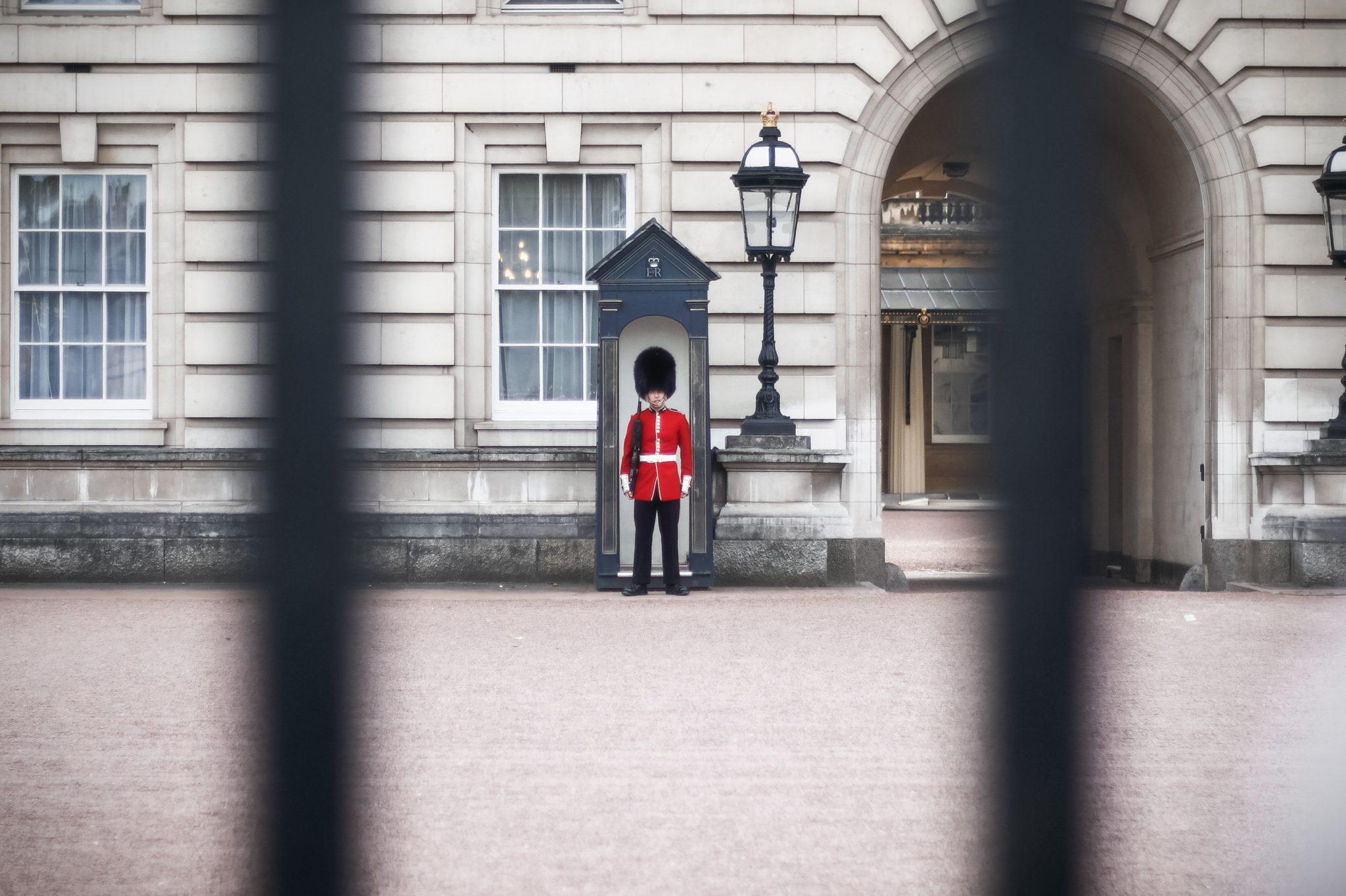 Buckingham Palace London | WORLD OF WANDERLUST