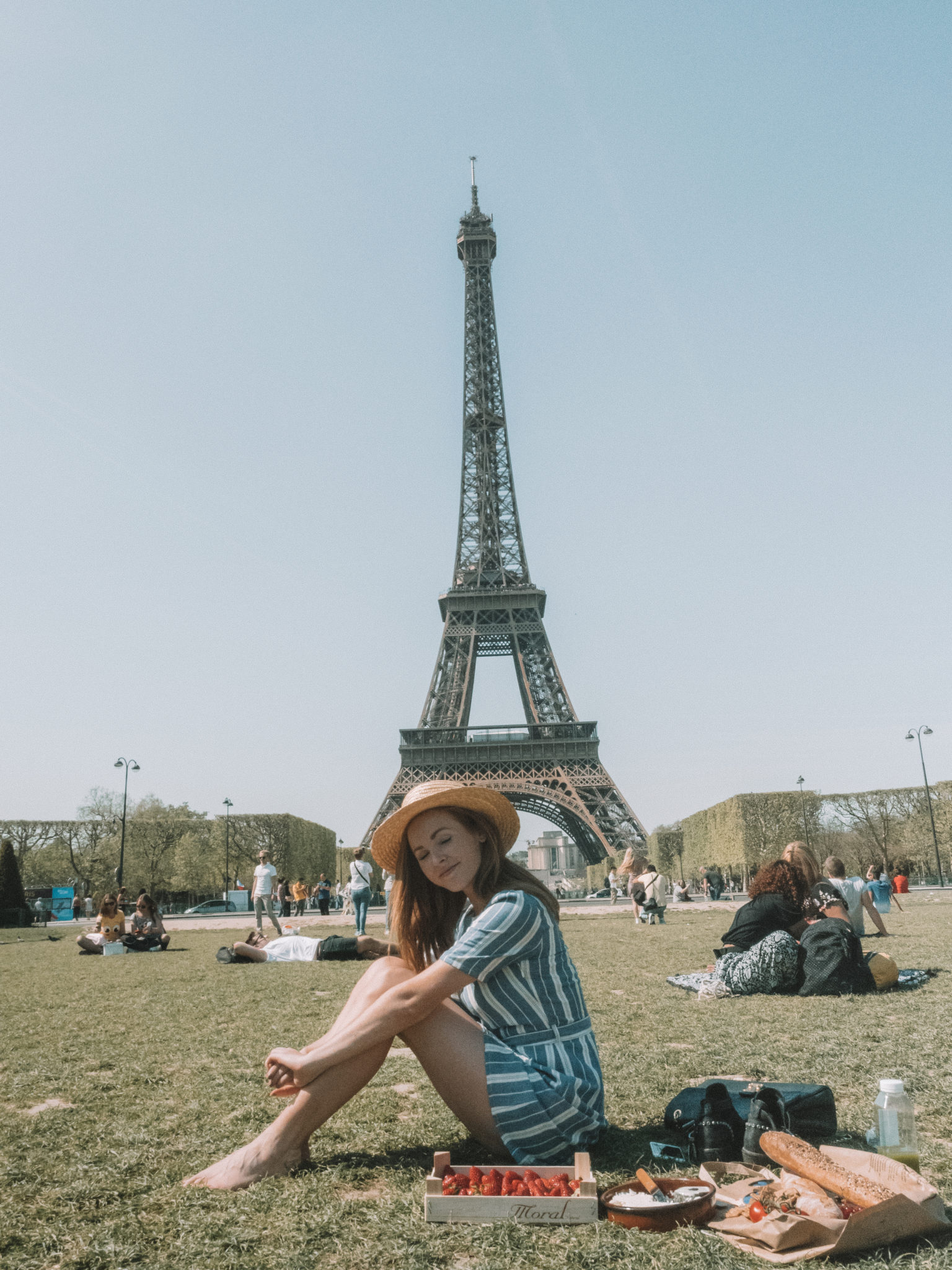 Picnic in Paris | WORLD OF WANDERLUST