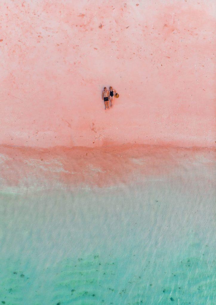 Pink Beach Indonesia | MUNDO DE WANDERLUST