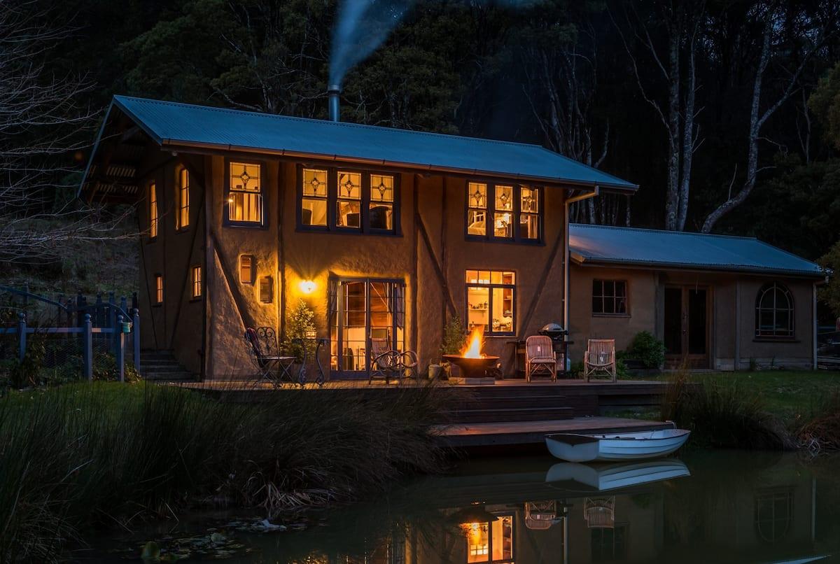 cob-house-airbnb